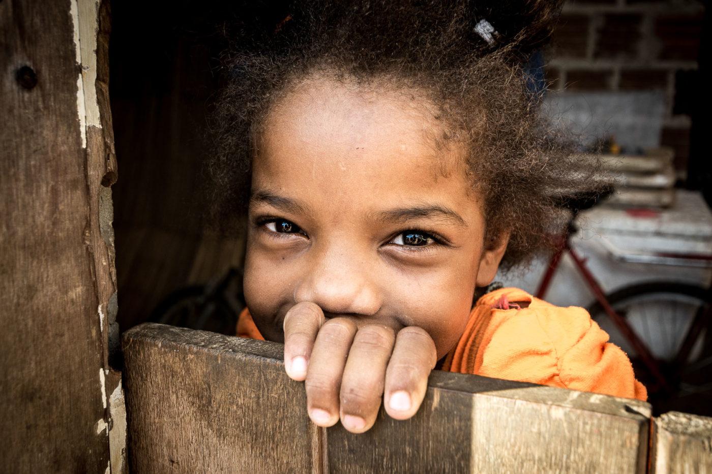 Porträt eines Mädchen in Brasilien.